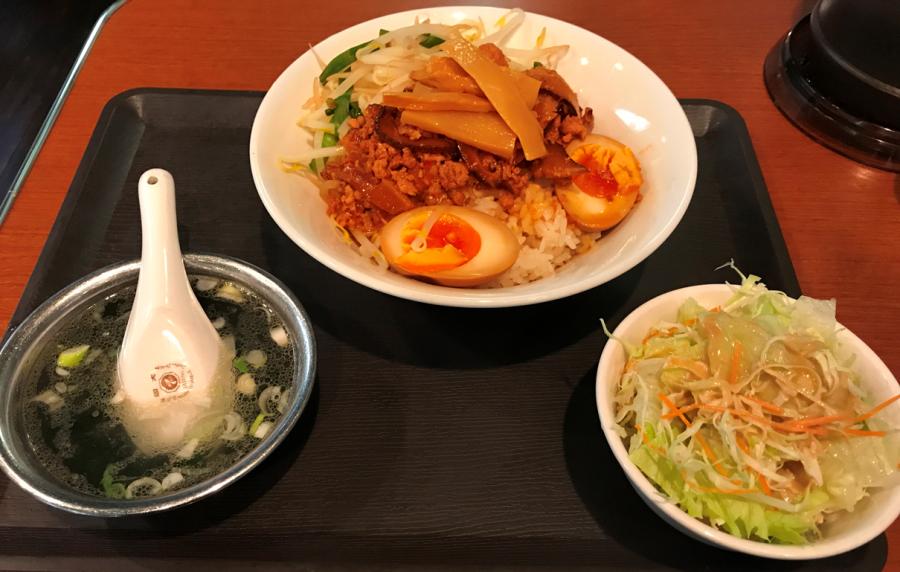 味満餃子の魯肉飯